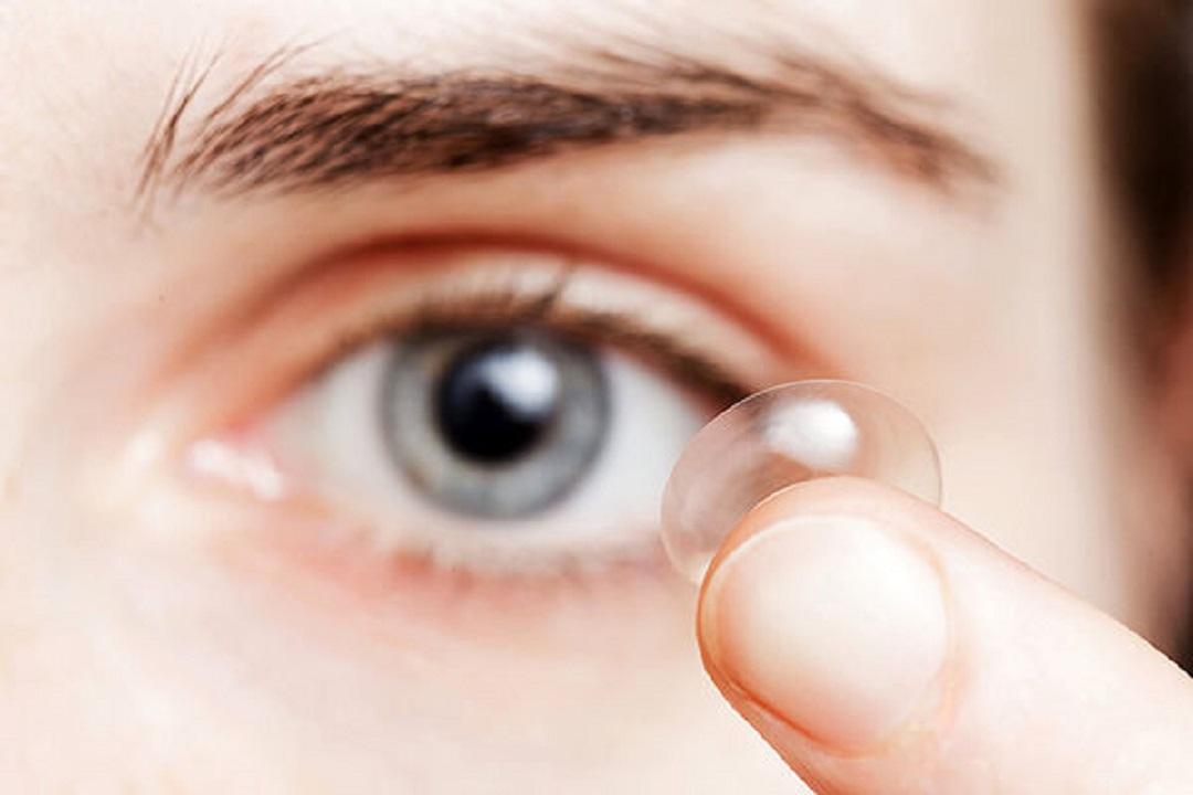 آیا می توانیم در روز های کرونایی از لنز های چشمی استفاده کنیم؟