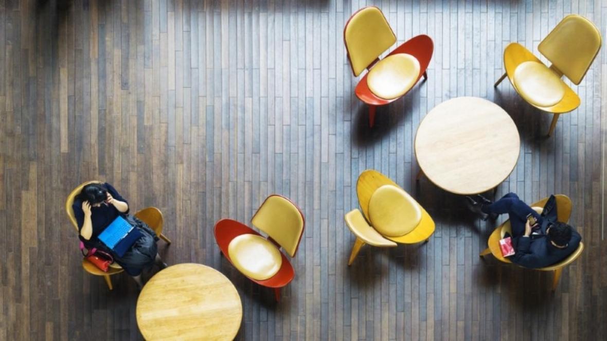طراحی کف ساختمان با انواع متریال از سرامیک تا لمینت