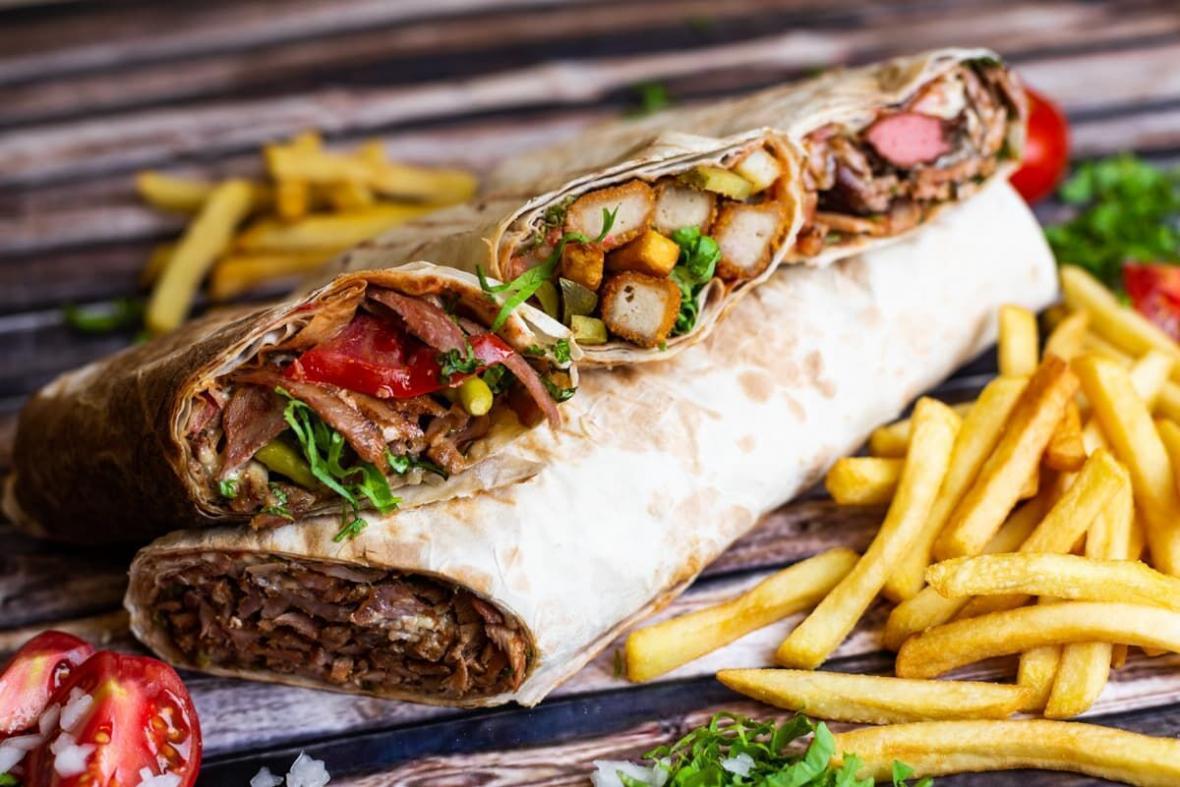 طعم باورنکردنی شاورما، لقمه لذیذ لبنانی در کنار سالاد فتوش